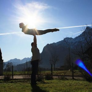 """ LET IT FLOW"" Partneracrobatik Intermediate mit Inanna & Alex"